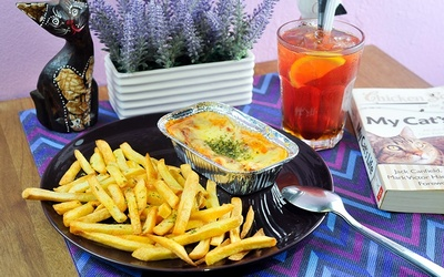 Chicken or Beef Lasagna with Ice Lemon Tea for 1 Person